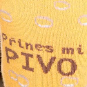 Přines pivo žluté ponožky